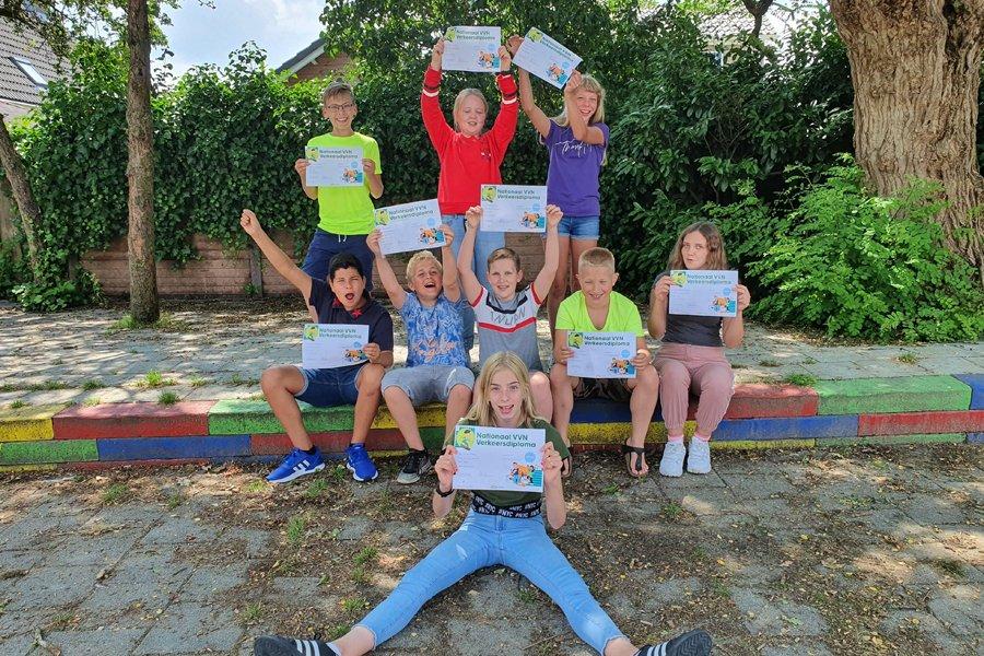 test Twitter Media - De 9 leerlingen van groep 8 van @obsDenBoogerd zijn vandaag allemaal geslaagd voor hun verkeersexamen. #trots!! https://t.co/FUg3sWE4O9