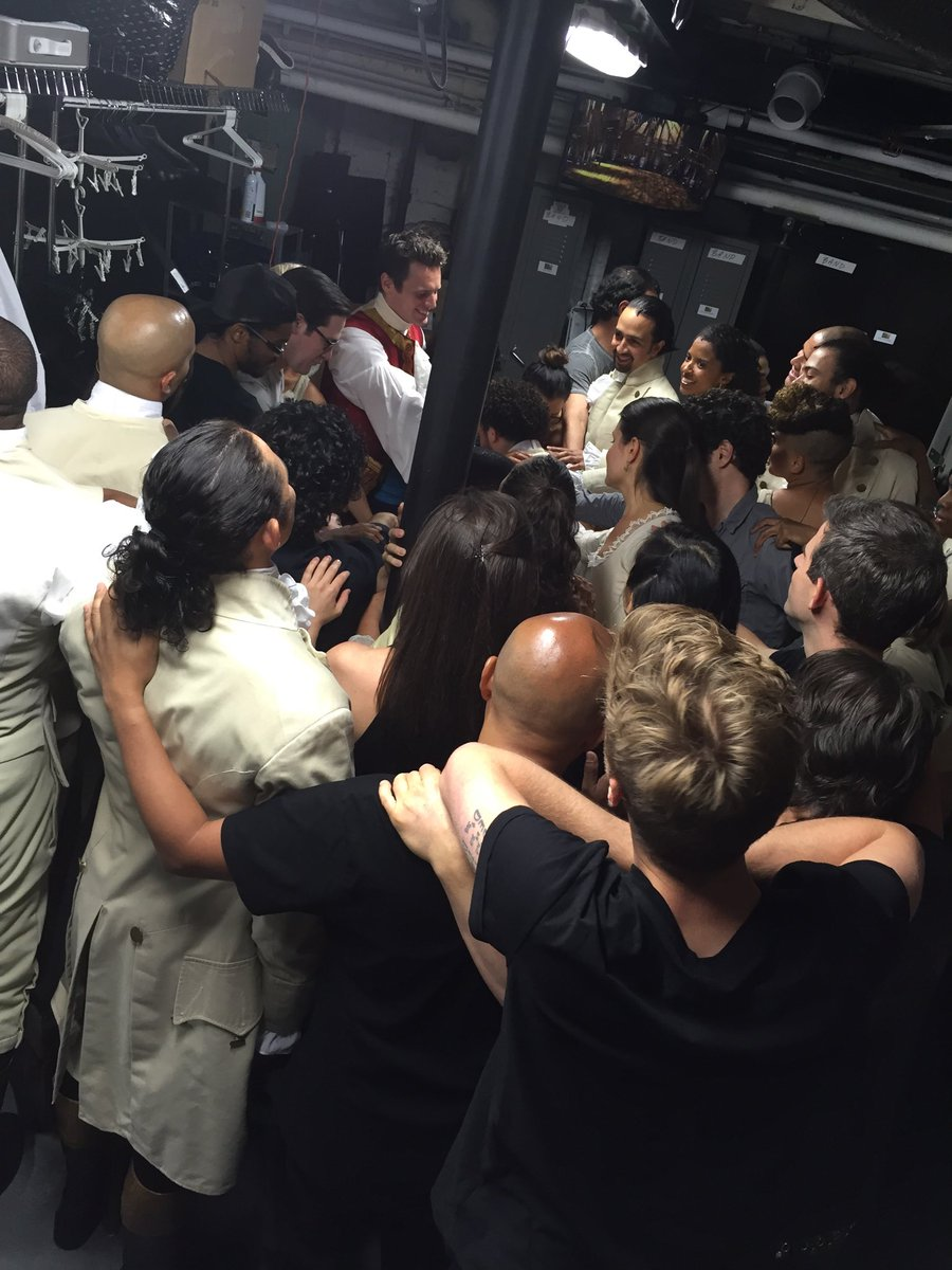 If we were at the Richard Rodgers by now all of the actors would gathered around to pray #Hamilfilm