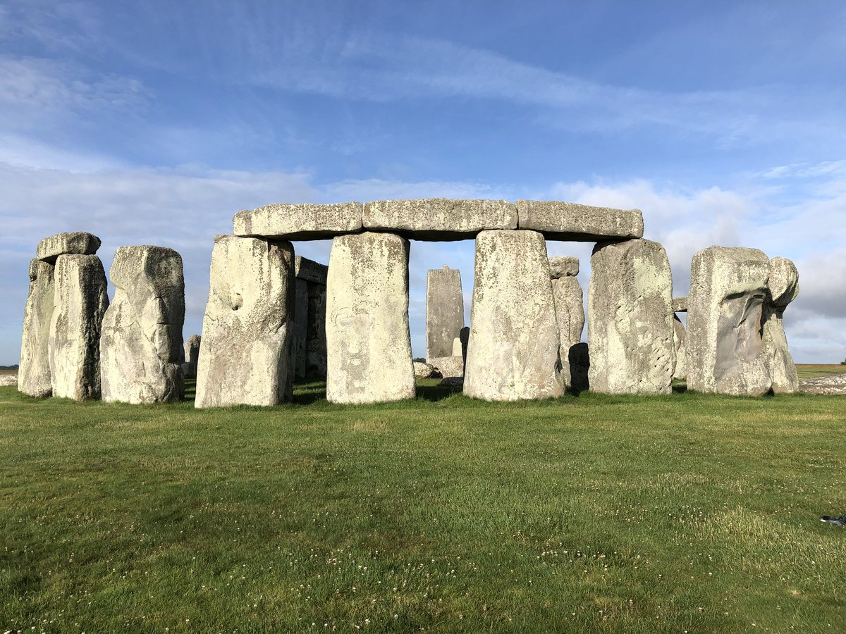 This mornings report from @EH_Stonehenge - despite the loud A303 in the background it's eerily quiet without people admiring the stones, but one upside: exclusive access @BBCWiltshire https://t.co/B9AzupClkb
