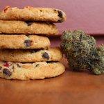 Image for the Tweet beginning: 🤓☘️もっとPOT STUDY📝👩🏼🎓  エディブル (Edibles) マリファナを注入した製品で、花や濃縮物を吸うのではなく経口で消費します。焼き菓子(ブラウニーやクッキーなど)やキャンディー(チョコレート、グミなど)、コーヒーなどがあります。 #もっとPOTSTUDY #マリファナ #marijuana