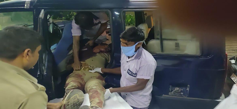 #शहीदों_की_चिता_जलने_से_पहले_इंसाफ_चाहिए.... #कानपुर नगर में कर्तव्यपालन के दौरान अपने प्राणों की आहुति देने वाले 8 पुलिसकर्मियों की चिता जलने से पहले इंसाफ चाहिए.......#जांबाज #पुलिसकार्मिकों की #शहादत को शत-शत नमन। https://t.co/s4qp1pU1Xp
