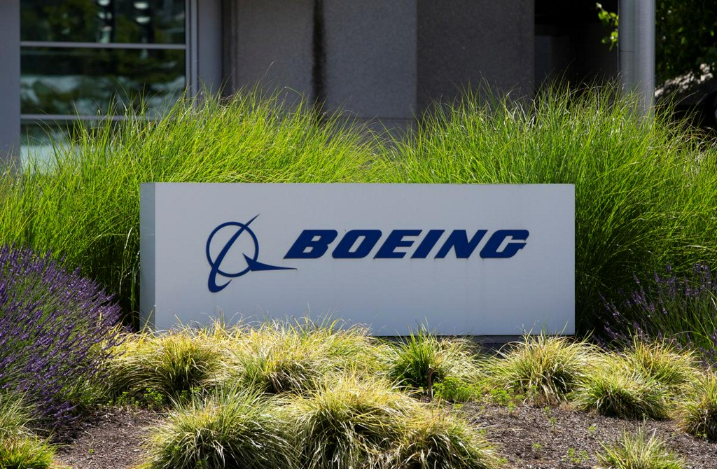 Boeing communications chief resigns over decades-old article on women in combat https://t.co/6ValMqtfZv https://t.co/IzCdIaoHIj