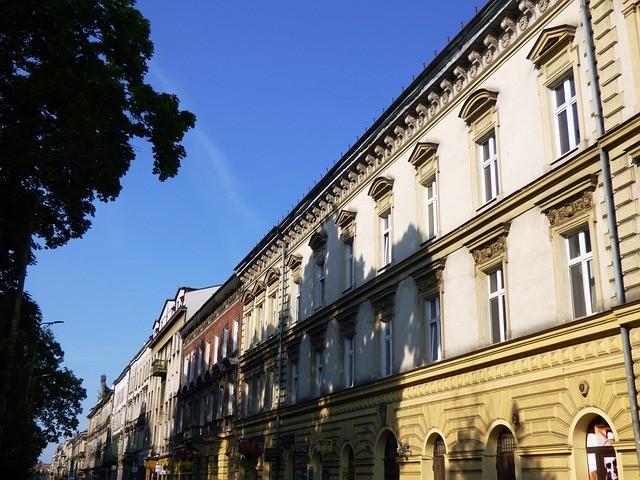 Photo By Tomasz_Mikolajczyk   Pixabay   #kraków #townhouses #thestreets #kraków #architecture #krakow #persianas https://t.co/RiYl691VRd