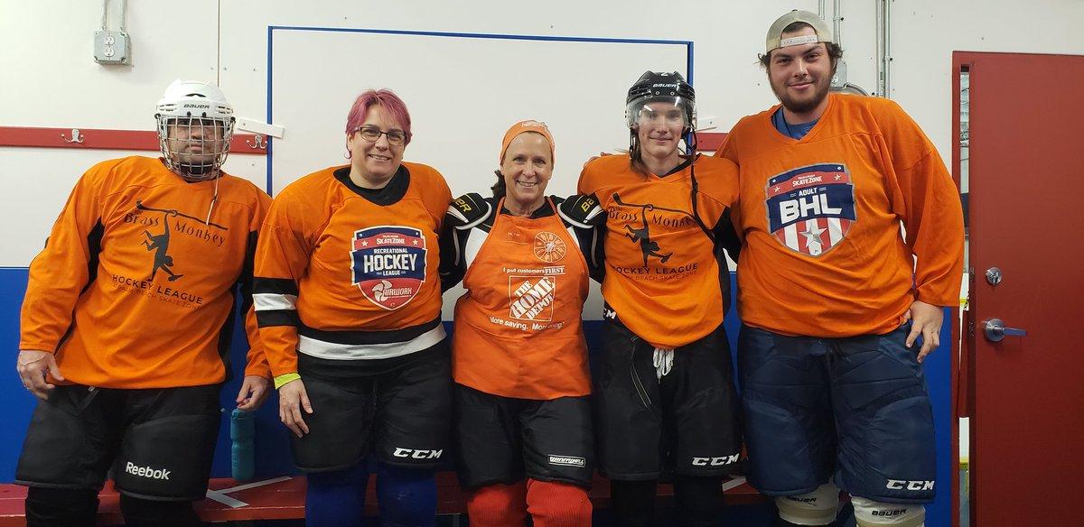 Played 2 hockey games tonight, 1 as a sub for an orange team....almost got away with it🤣#orangeblooded #hockeyisforeveryone #23YearAssociate #LoveMyFriends #MyApron #PhotoOpp #HealthyFun https://t.co/Om5t5yd4Vj