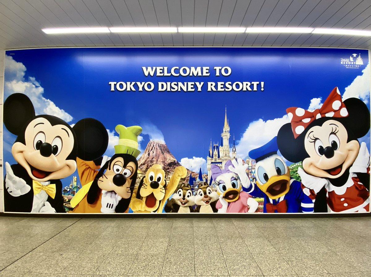 舞浜駅にミッキー&フレンズの大型パネルが登場☆