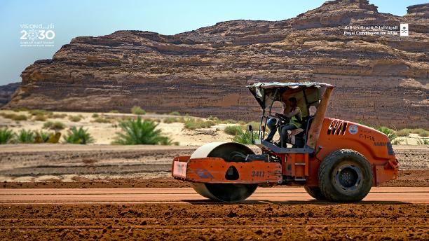 نعمل على تجهيز الطرق بما يضمن سلامة وأمن قيادة كافة وسائل النقل من السيارات والدراجات الهوائية والمشاة من #العلا إلى جميع المواقع التراثية، بدءًا من الطريق إلى #الحجر (طريق 375) ، وما ينسجم مع طبيعة العلا الخلابة وذلك بالتعاون مع شركائنا في @SaudiTransport. #رؤية_السعودية_2030 https://t.co/HQuqQksBAZ
