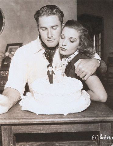 At last...I can exclusively disclose Errol Flynn's appeal to the ladies. Forget the rumours, the myths & the legends....he did it with cake....slices available from 7.00 @uniteddjsradio breakfast show. https://t.co/qODmBeylSN