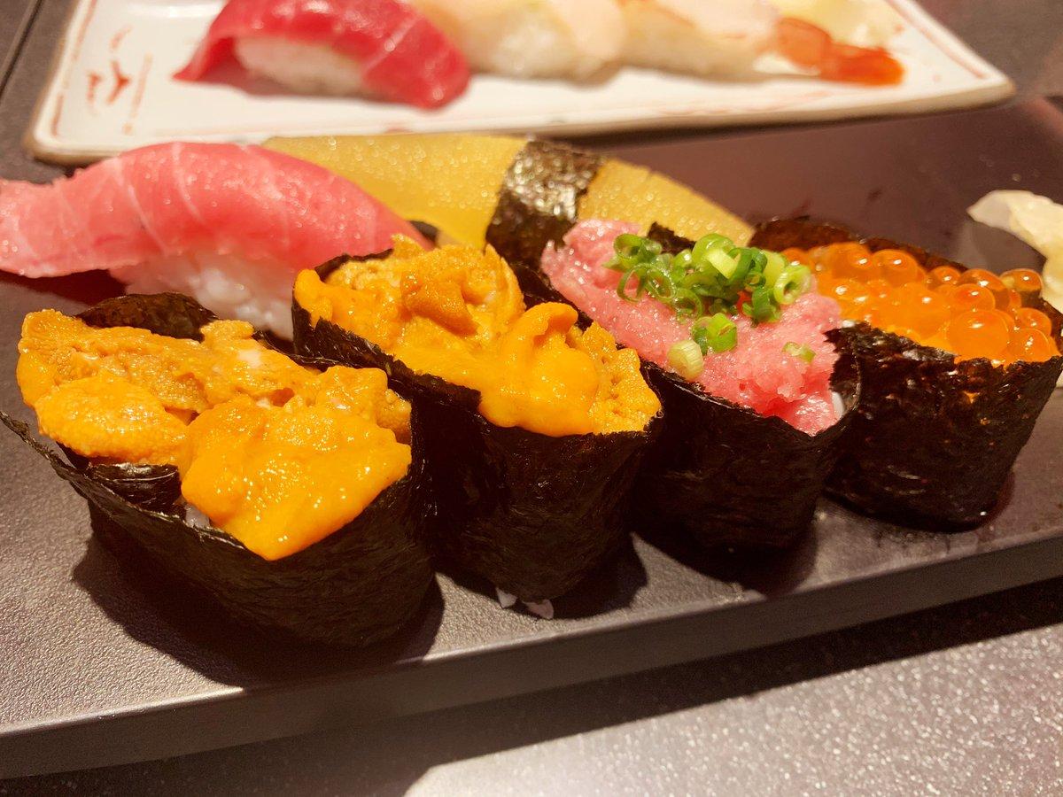 友と寿司に行ったお昼\(^P^)/うまうまま最近毎日のように生魚を摂取してる気がする