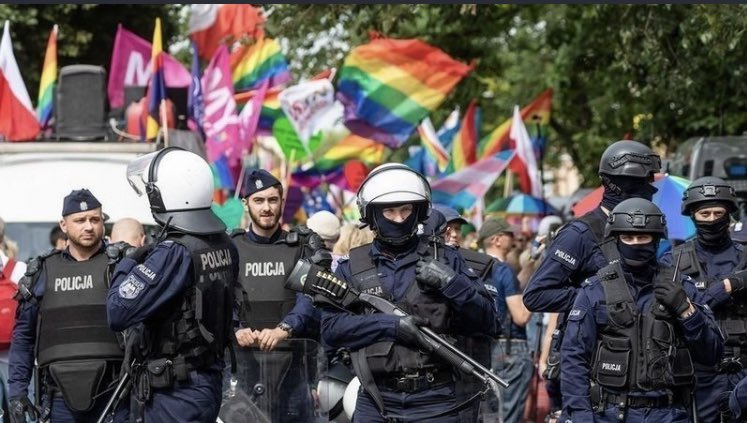 What's happening in Poland, a thread for you.  ( i don't see ANYTHING about it) https://t.co/NfDlKUI11K