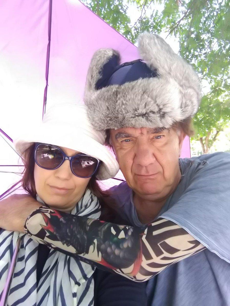 Gli Sfigatez , Genez e sua moglie la disinfluencer Pina tristi per la morte del loro gatto Pabataba del quale rimarrà per sempre in testa il ricordo #1luglio #ferragnez #fedez #chiaraferragni #UltimOra https://t.co/FVDzRwFhcx