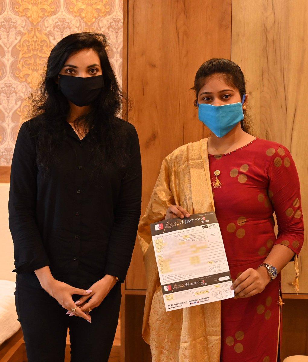 पिछले हफ़्ते भभुआ में शालिनी (जन्म: 1999) मिलने आईं। सीधे-सहज परिवार की मेहनती यंग लेडी Zoology ग्रेजुएशन के बाद पी.एच.डी. कर प्रोफ़ेसर बनेंगी। इस साल वोटिंग फ़्रीडम पाने वाली शालिनी बिहार में क्वालिटी एजुकेशन और मनचाहे जॉब के लिये सरकार चुनेंगी। #FirstInFreedom #LetsOpenBihar https://t.co/WZtiQX0USV