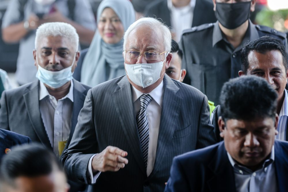 """1MDB trial put on hold tomorrow as @NajibRazak joins BN's Chini by-election campaign https://t.co/4wfOCERuOp  """"The by-election is especially important because of the nature of the candidates, voters might take it easy & not turn out. Critical for my client to be in these places."""" https://t.co/C71BCPtEej"""