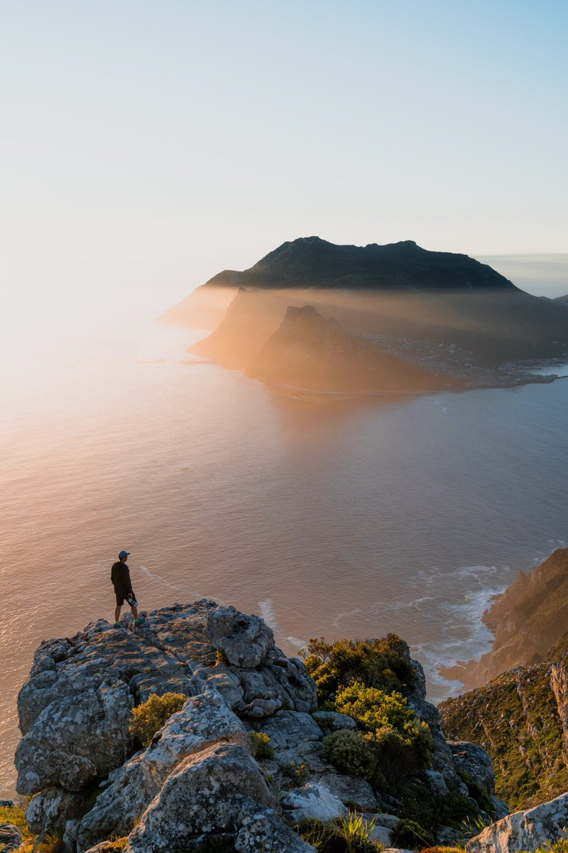 Sunset from the top of Chapman's Peak with @marksampsonct #adventure #outdoors #lensculture #exploremore #storytelling #makemoments #everydayeverywhere  #naturelovers #liveauthentic #thecreative #mountainlove #instamountain #cityofcapetown #visitsouthafrica #thisisafricapic.twitter.com/rFfvvKnNOQ