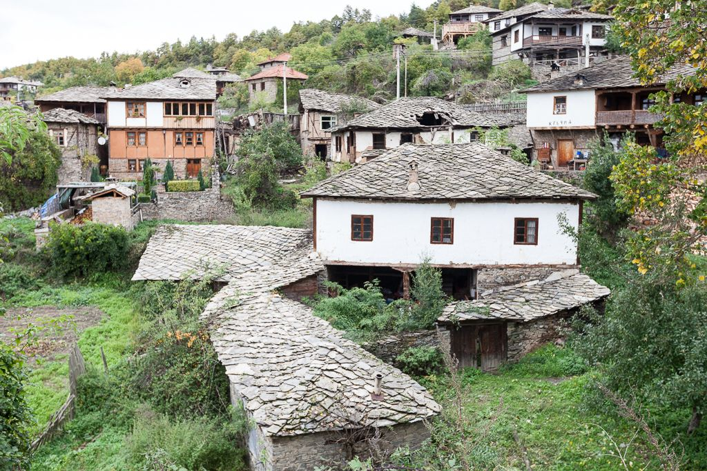 The authentic village of Leshten in #Bulgaria More images: https://buff.ly/2BNGJ1w #travel  #tourism  #vacation #trip #instatravel  #adventure #bestvacations #travelgram #ThousandVoyages #GuideToBulgariapic.twitter.com/r8bTmjxFHv