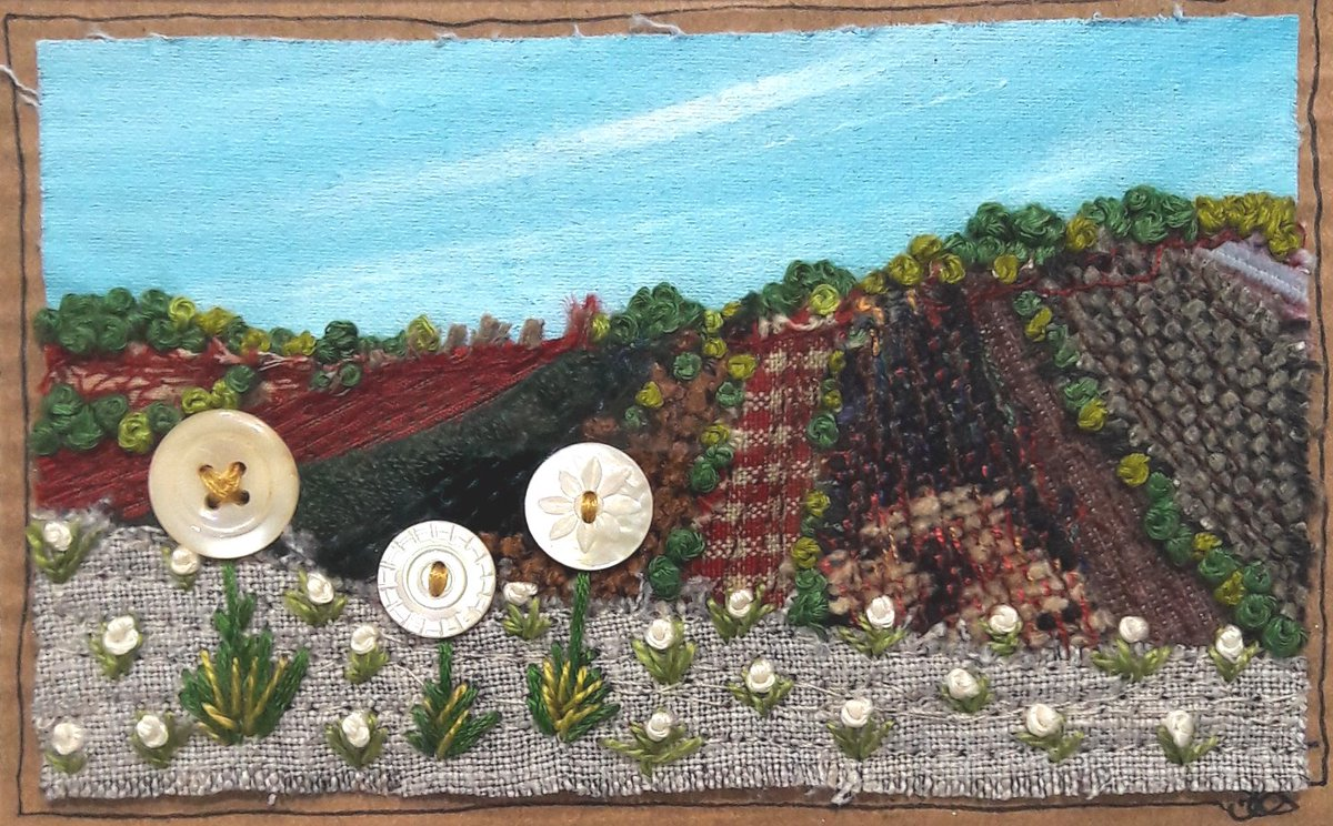 Here is some cute #textileart! Check out my #etsyshop for my recent makes  https://www.etsy.com/shop/SylvieO #textileartist #mixedmediaartist #embroidery #landscape #mixedmedia #antiquebuttons #handmadehour #creativebizhour #crafthourpic.twitter.com/SWWobYkAAv
