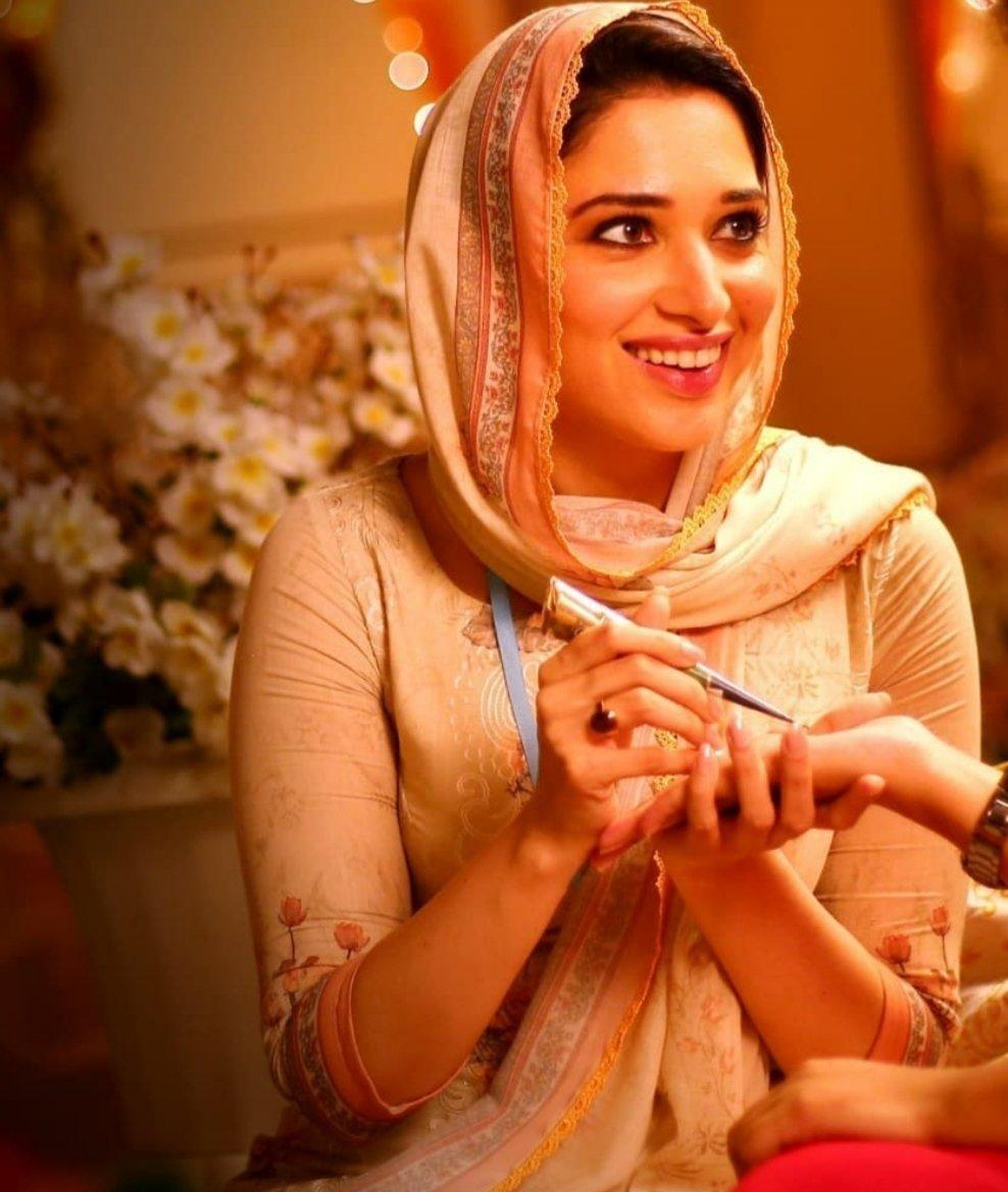 #TamannaahBhatia #BeautifulActress #BollywoodActress Tamannaahpic.twitter.com/UaZ80pbe4B