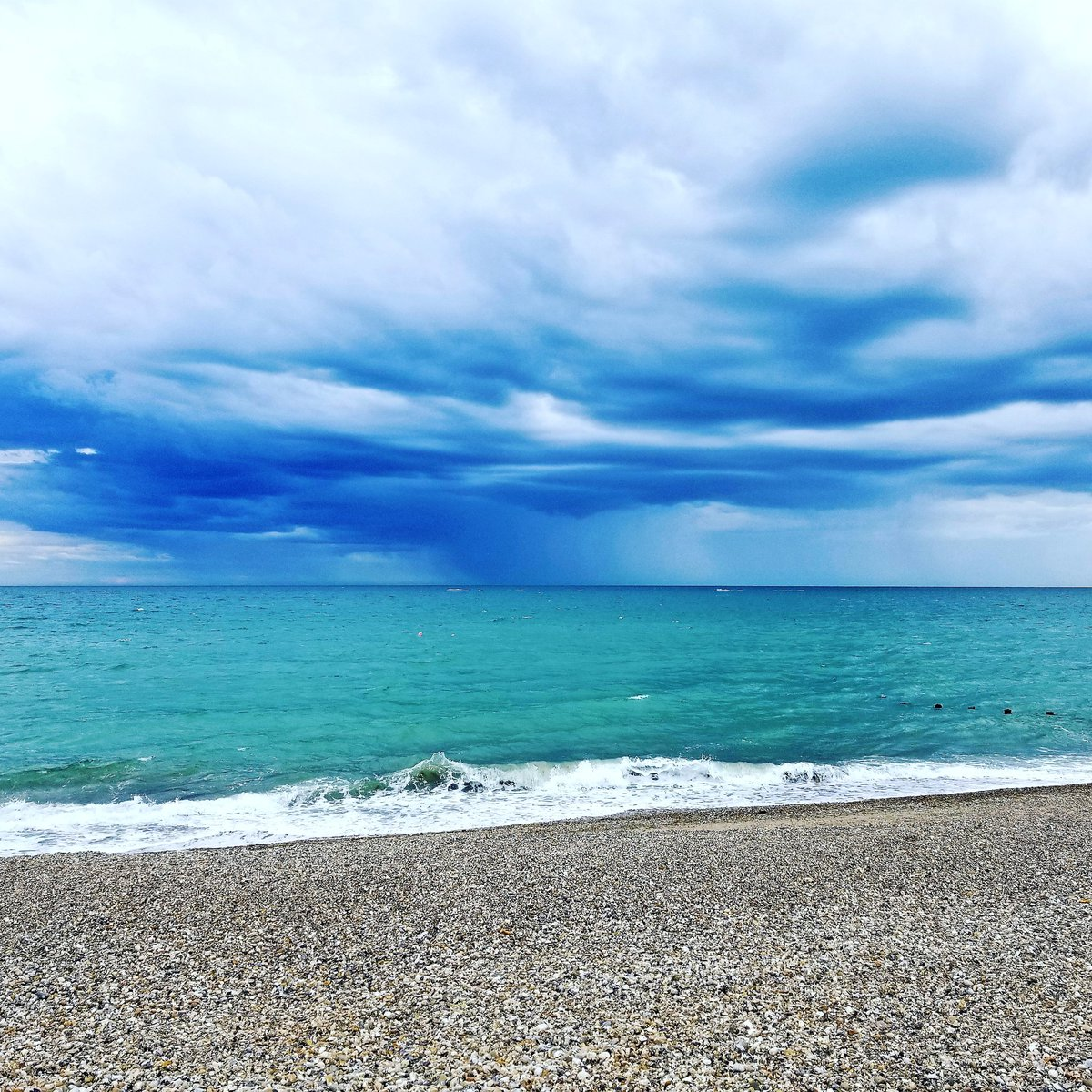 Incoming Storm, Selsey #beach #selsey #nature #uk #storm #naturephotography #natureperfection #clouds #sky #summer #sea #weatherpic.twitter.com/ndMXjEyGFs