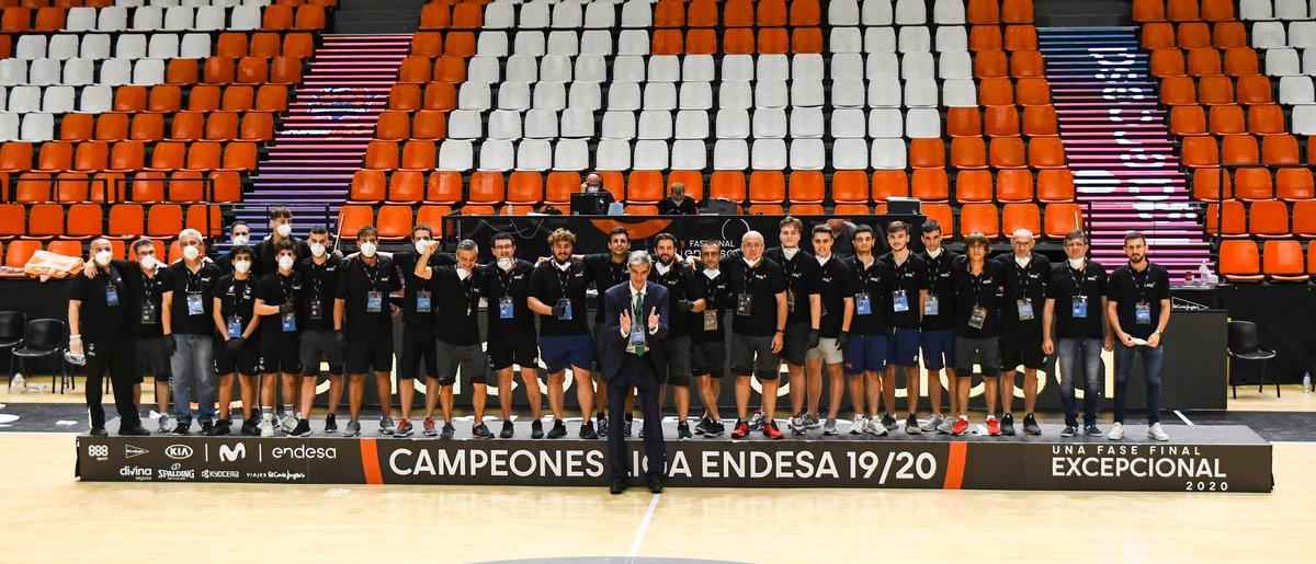 ¡E-QUI-PA-ZO! 💪  Se acaba la Fase Final en Valencia, y es el momento de reconocer al equipazo de profesionales del club que han estado pendientes de todas las tareas de mantenimiento, limpieza, accesos... tanto en la Fonteta como en @LAlqueriaVBC. ¡Enorme trabajo!  #EActíVate https://t.co/U0QkSu885v