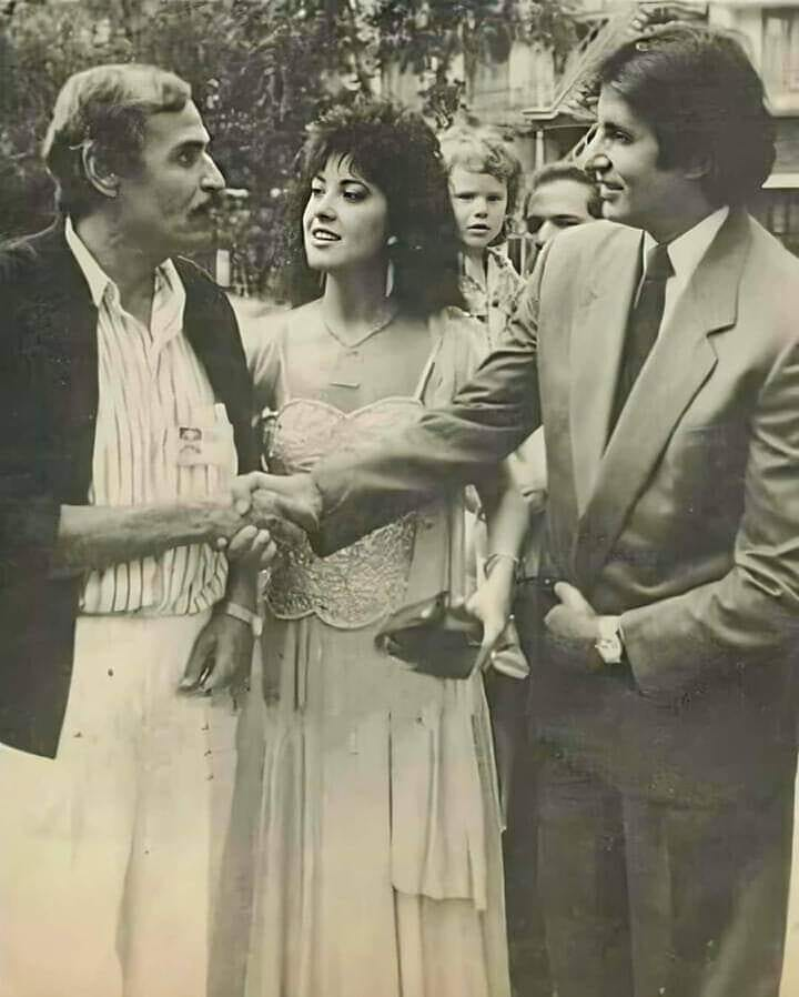 #amitabhbachchan  ji  with #egyptian Stars Ezzat elalaily and madlien tabar during his first visit to #egypt  @SrBachchan  #beingolaclassic #classicbollywood  #oldhindimovies  #bollywoodstars  #bollywoodclassics  #اميتاب_باتشان #بوليووpic.twitter.com/AsGQVY4l1p