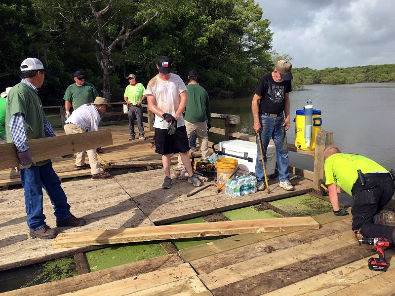 Under solidified partnership with the Union Sportsmen's Alliance, union members volunteer to complete conservation, access, education, youth outreach and adult mentorship projects at @USFWSRefuges, @USFWSFisheries. https://t.co/o4IG4NhYl6 #DOIDelivers (Photo is pre-pandemic) https://t.co/2tRMT7rLLb