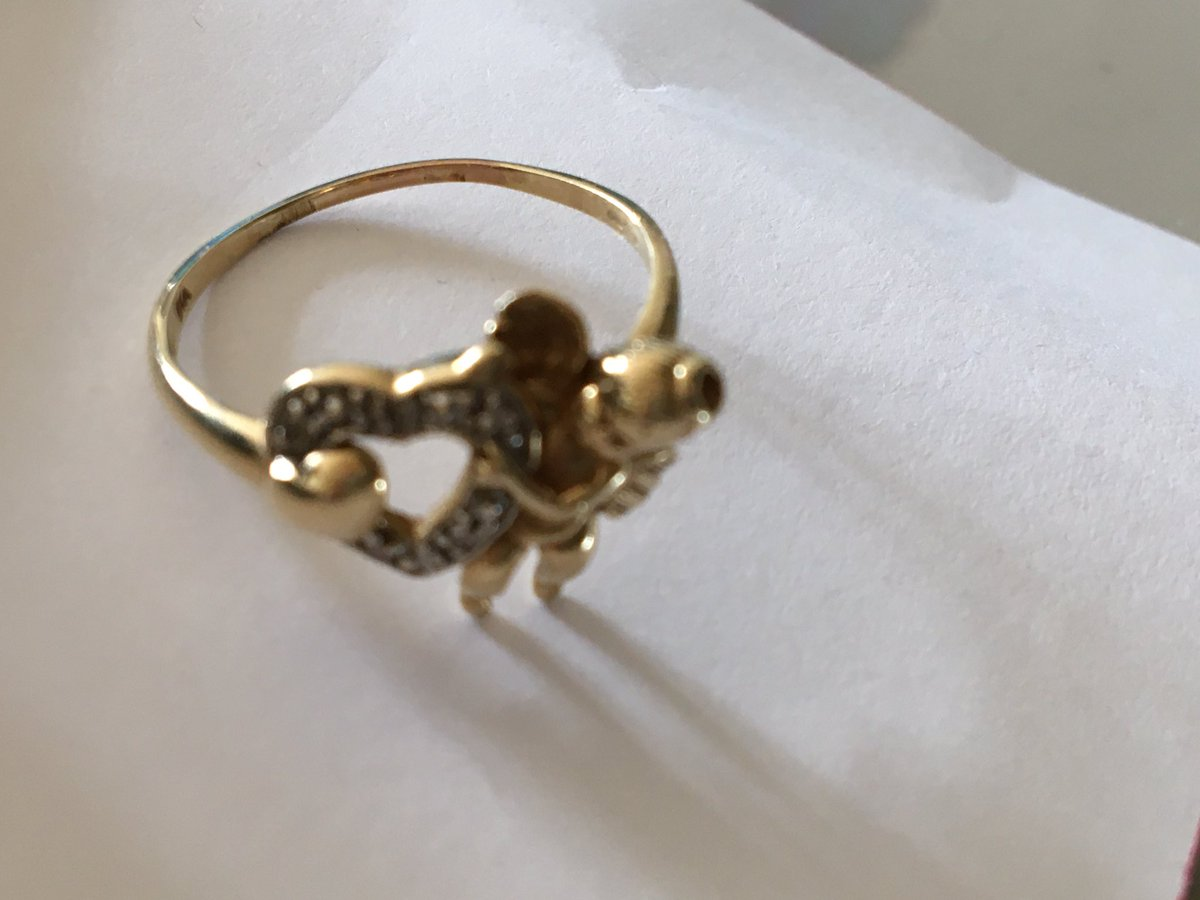 I found this beautiful ring this morning in #Twickenham. If yours please tell me which road you may have lost it in. If it also fits you can have it back. Pl. RT https://t.co/i6zuE50yVc
