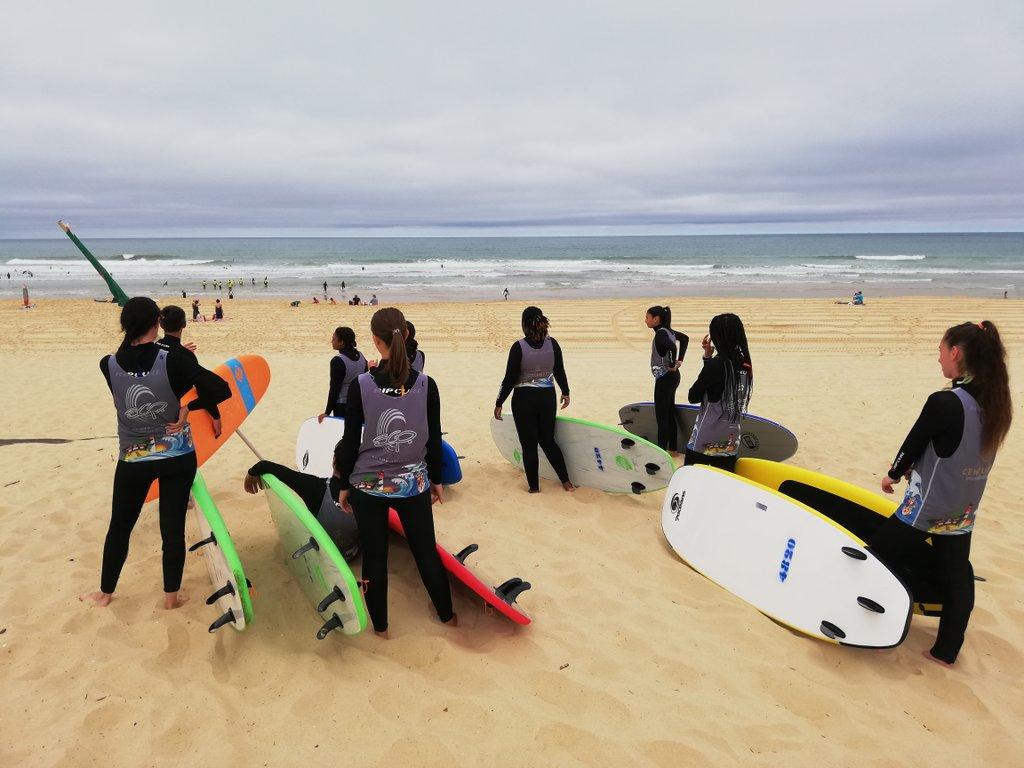 Début de l'activité surf avec #SurfInsertion !Plus de 20 jeunes résidant à @VilledeLormont @VilledeCenon @floirac_33270 et d'autres communes de la rive droite vont pouvoir découvrir les joies de la glisse. https://t.co/F93zmBKHDf
