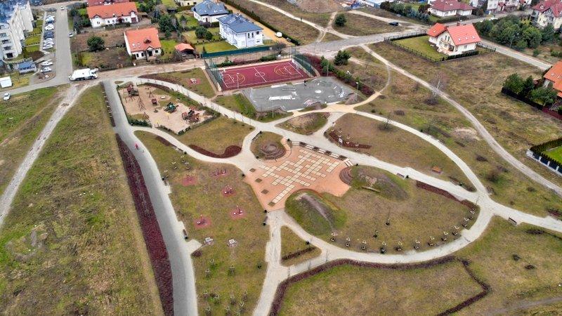 Centrum sportowo-rekreacyjne w Parku Diany rozrasta się dzięki środkom z Budżetu Obywatelskiego. Są tam już http://m.in. boisko, skate park i plac zabaw  W tym roku pojawi się wybieg dla psów https://bit.ly/2Bkg2Se #gdansk #ilovegdn #inwestycje #BO2020pic.twitter.com/AIy9lb1K7U