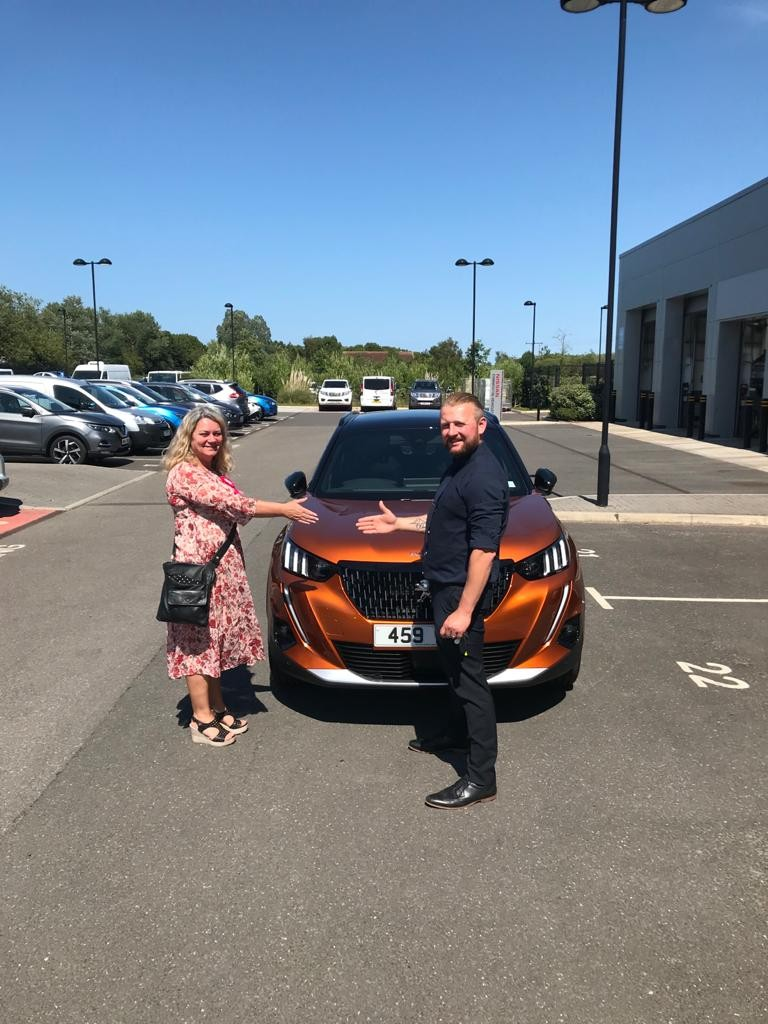 Congratulations to Mrs Logan, pictured collecting her new #Peugeot2008 GT-Line from Sam at our #Grimsby showroom! Thank you for choosing Trenton, we hope you enjoy your new #Peugeot! pic.twitter.com/iaLAkHj3uz