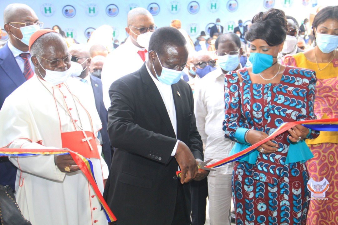 30 juin 2020: le PM Ilunga a inauguré le Centre Hospitalier Initiative Plus, œuvre de l'ex Première Dame, Olive Lembe Kabila - https://t.co/lAoMZrsKSZ https://t.co/vQQ5iph6tv