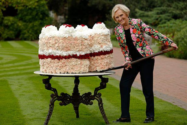 @moiraworld @BigPicturePress @FagoStudio Yippety-yee! I got Mary to make you a cake: