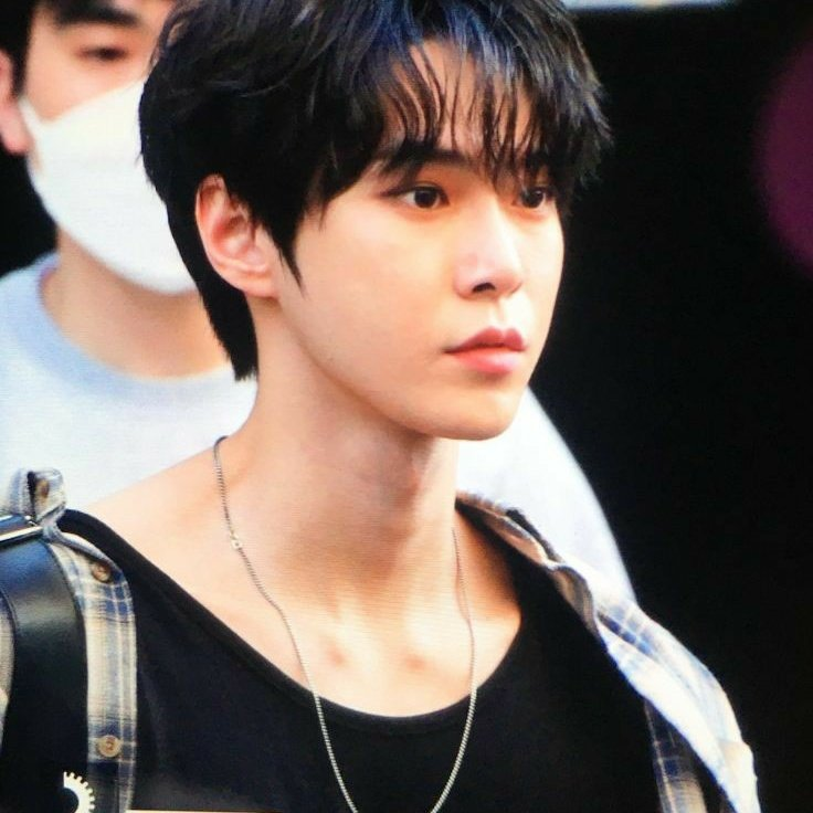 Doyoung in this plaid shirt holds too much power, he is way too dangerous, devastating even pic.twitter.com/SlOR4FZKCo