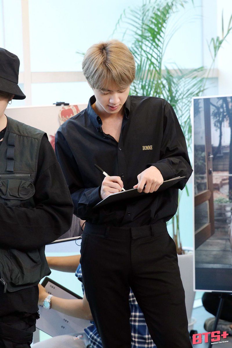 BRING THE HEARTS ON SOBA OR ELSE KIM SEOKJIN IN BLACK OUTFIT WILL HAUNT YOU @BTS_twtpic.twitter.com/Yak9hmJr5e