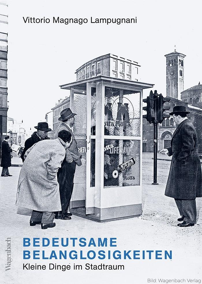 Apropos #Belanglosigkeiten: Es gibt sogar ein sehr kurzweiliges Buch zum Thema: Bedeutsame Belanglosigkeiten. Es geht um kleine Dinge im Stadtraum: Poller, Bänke, Uhren, Kioske, Laternen u. dergleichen mehr.amzn.to/2CSZ6lX erschienen bei @Wagenbach_News #BlickFürsDetail