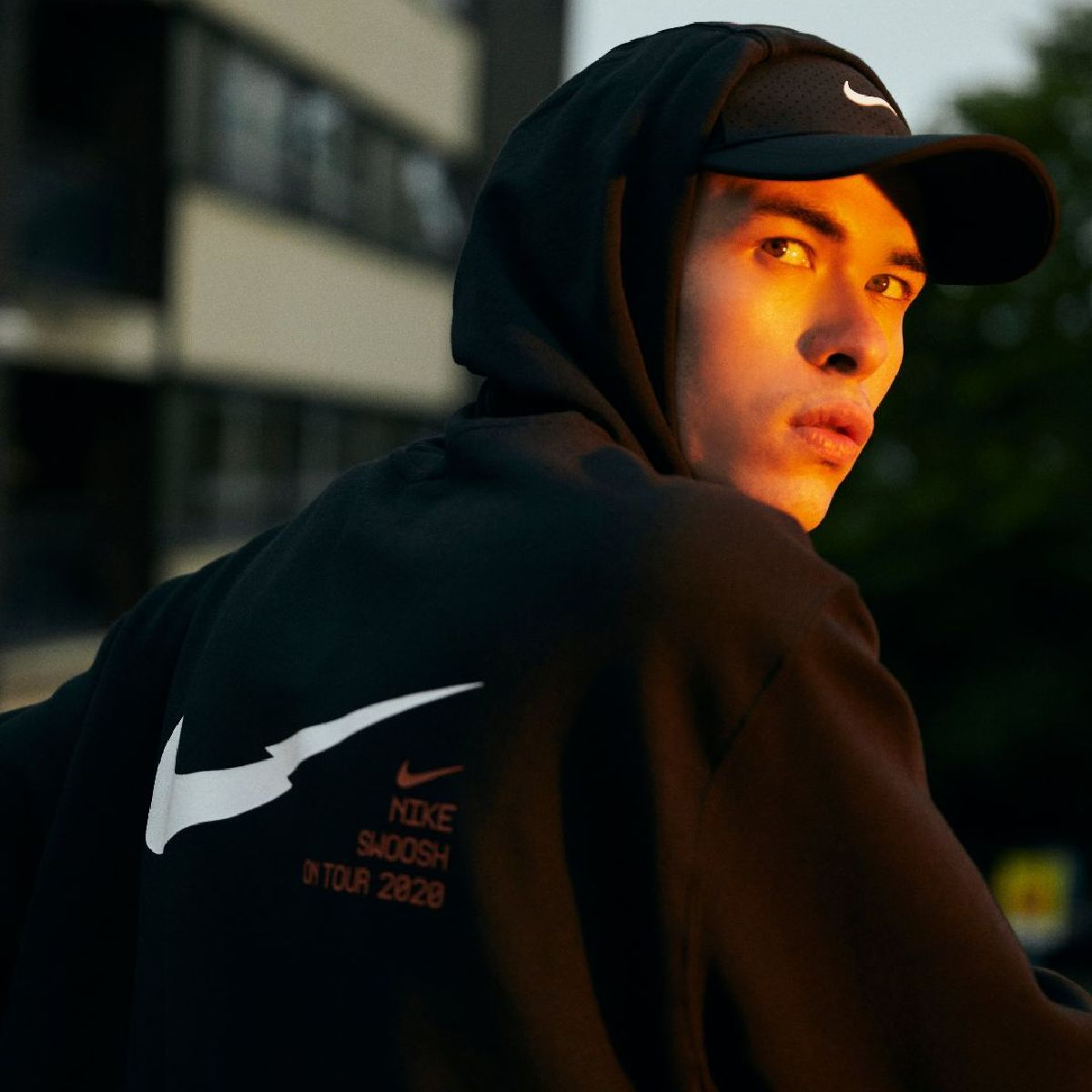A real head turner 👀  The @Nike Swoosh Overhead Hoodie is a must have and it's available online today 📲 https://t.co/KtDGteOhyi https://t.co/EmAEnlC3VJ