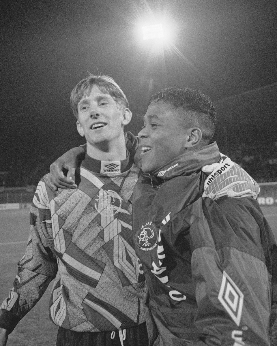 Happy birthday to 2 of the best strikers I've ever played with! Both great teammates and unbelievably great football players scoring goals always and everywhere. ⚽️🙌  Congratulations @PatrickKluivert & @RvN1776! 🎉 https://t.co/7ofdrStTik