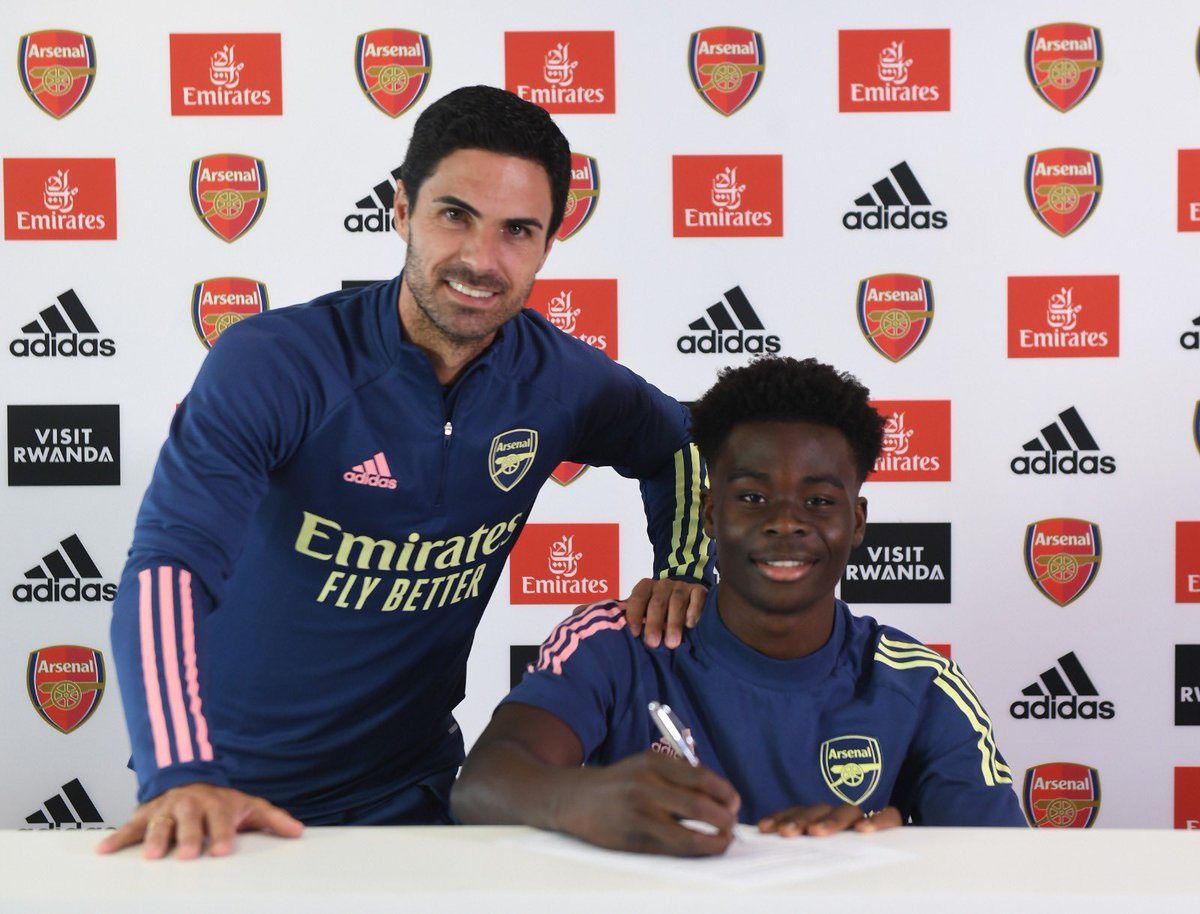 London is my home. Arsenal my team. I'm so happy to finally announce my contract extension😄📝 I love playing for this club and I'm looking forward to what the future holds.. The hard work continues so I can continue living my dream🙏🏿❤️ God is Great !! https://t.co/nS7G5nE9Pc