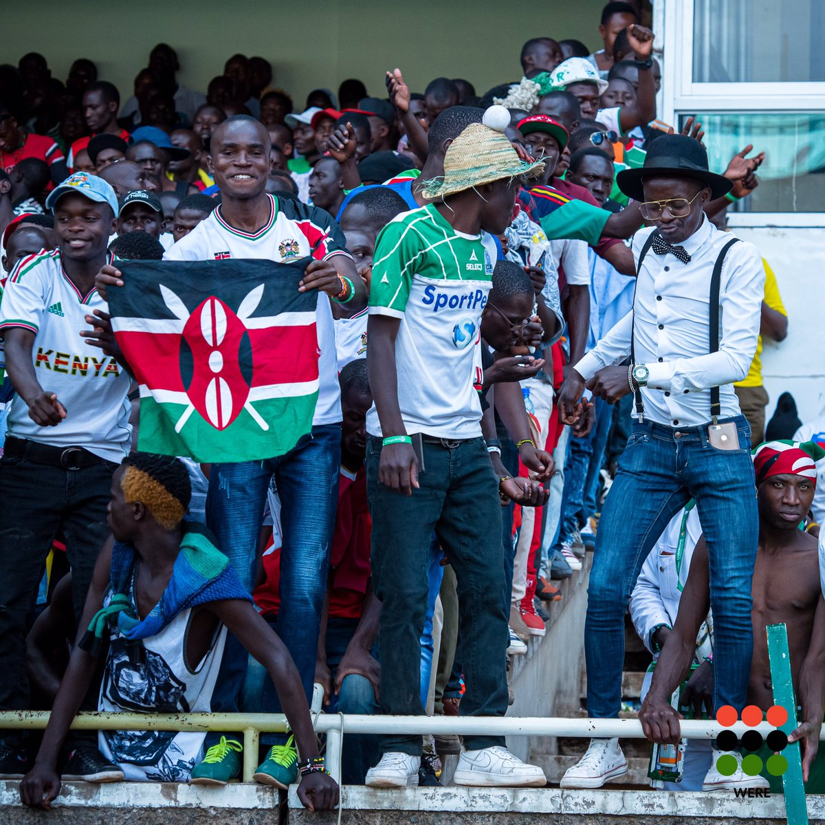 Which @harambee__stars' fan are you? National team jersey waving the National Flag? Club jersey and traditional hat? Dress shirt, bow tie, suspenders, top hat? Shirtless don't care?   #AfricaCupofNations #football #KenyaFootball #AfricanFootball #KENETH #sportphotographypic.twitter.com/Fg2ZebJlzi