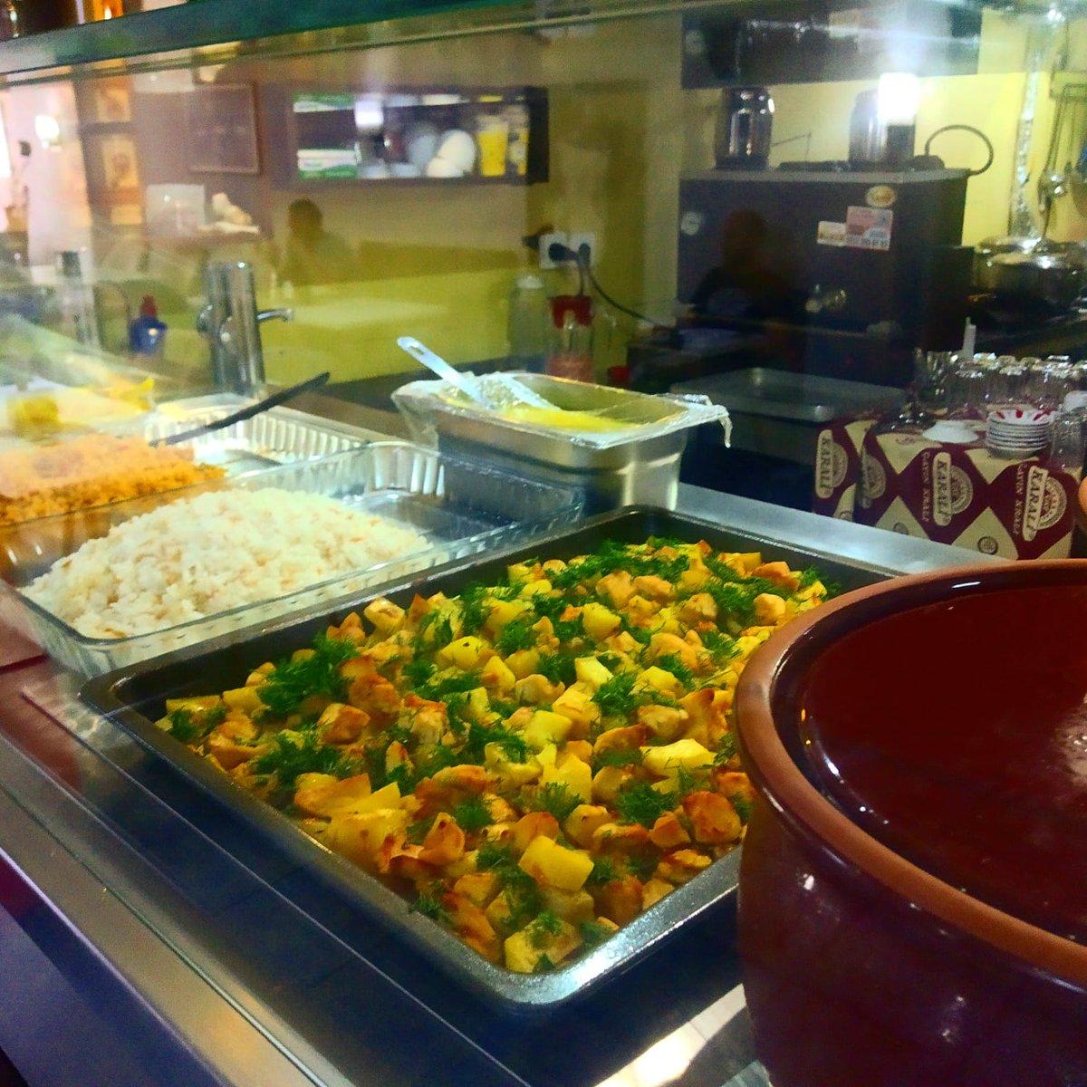 Mis gibi ev yemeklerimiz sizi bekliyor...  #taksim #beyoglu #sishane #omayracafe #istiklalcaddesi pic.twitter.com/QtcW0Gijlb