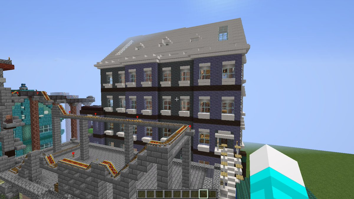 I updated old #build in #BlockzyCity, with some #architecture, you can rate if you want~pic.twitter.com/YIRJhAWAfM