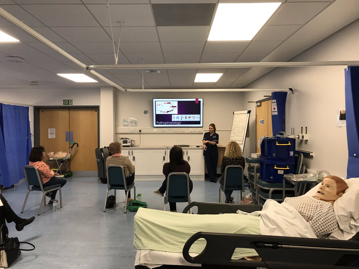 @UHBCriticalCare CCOT have had another busy day teaching AIM @SolihullUHB. Increasing knowledge and skills when looking after acutely unwell patients. 👍 https://t.co/xHqOfpoT4E