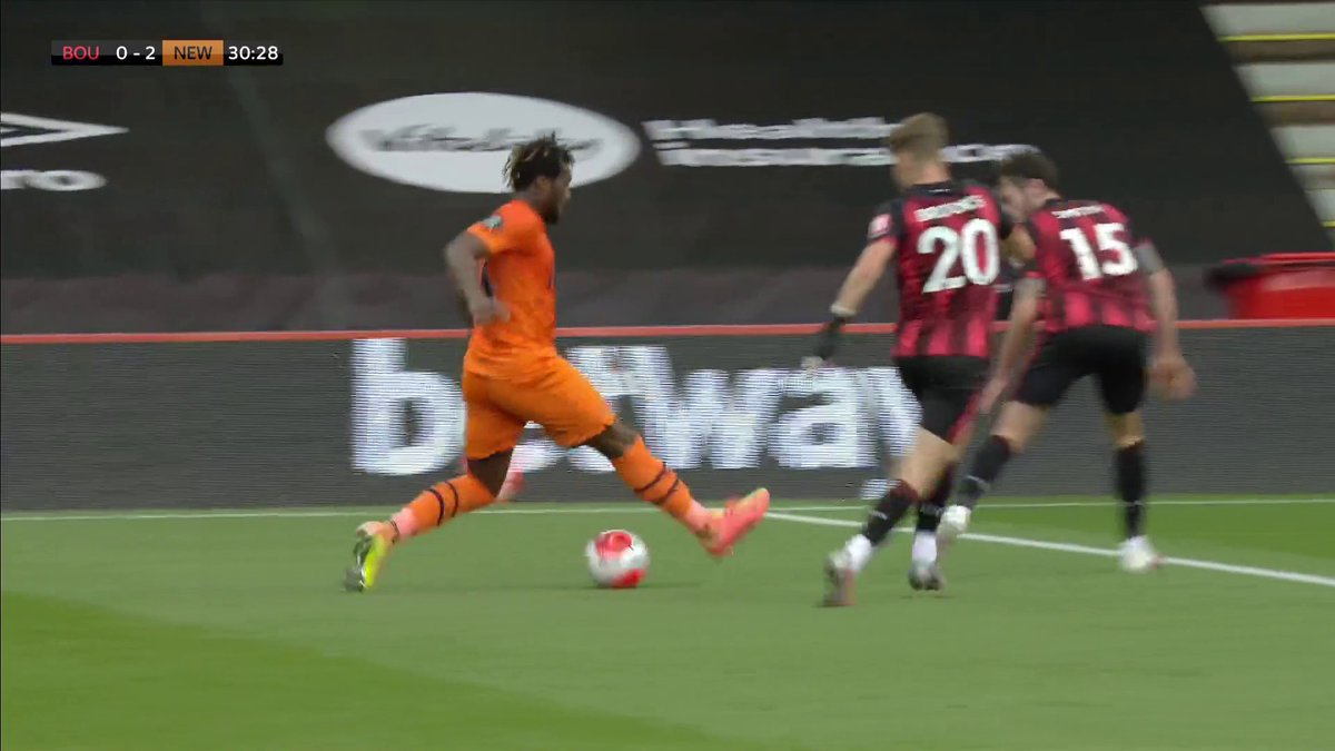 Blink and you'll miss him! 🔥 What an assist for Allan Saint-Maximin...✨