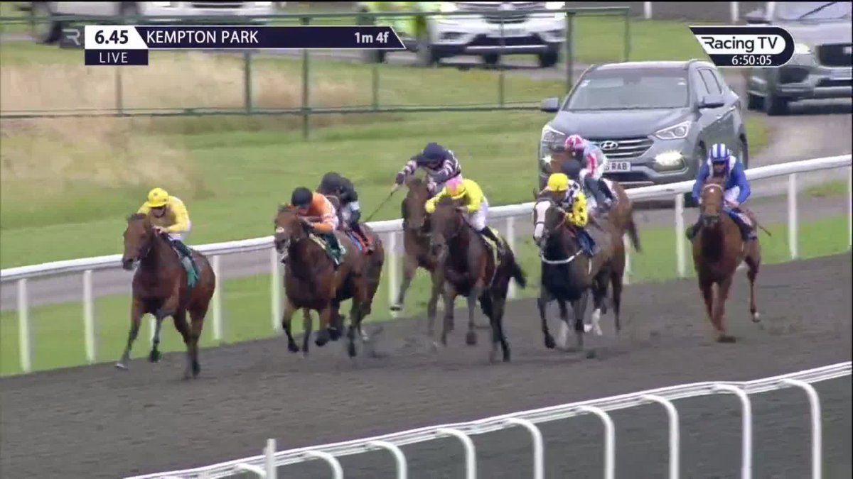 👏🏻 What a gutsy performance Jazz Party fends off all comers to record a first success under @davidprobert9 at @kemptonparkrace A big weekend ahead for @whatcomberacing with Highland Chief in the @Investec Derby at @EpsomRacecourse Results ➡ racingtv.com/results