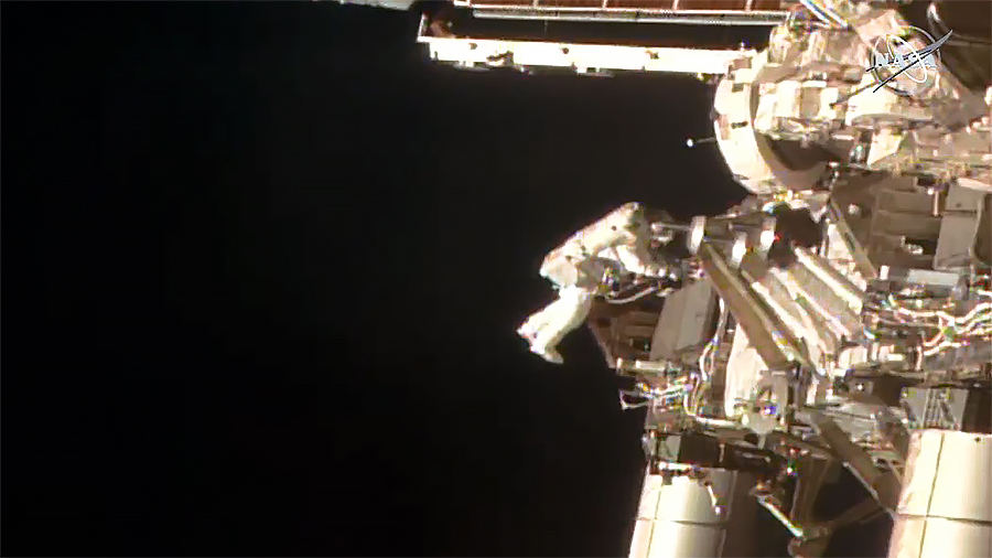 Batteries included. 🔋🔧  @AstroBehnken and @Astro_SEAL concluded today's spacewalk at 1:14pm ET, after swapping @Space_Station batteries and routing a power cable and ethernet cable. The duo will finish the work over two spacewalks later this month: https://t.co/8f8jUmWgsX https://t.co/edzoGowd9E