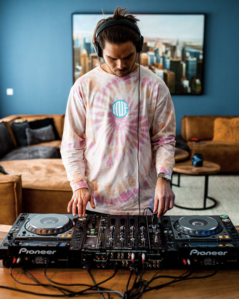 Feels like time to get behind these decks again.. 😌 What kind of set should we do next? 🤔
