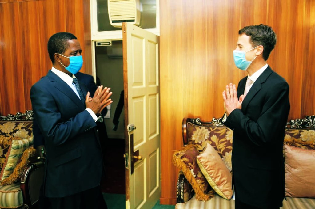 Welcome & wide ranging discussion with President of Zambia H.E. @EdgarCLungu at State House today. 🙏🏽  We exchanged views on many aspects of our 🇿🇲🇬🇧 bilateral partnership, shared values & common challenges, from #COVID19 to #ClimateChange.  (Photo credit Salim Henry) https://t.co/F46W9hcHOL
