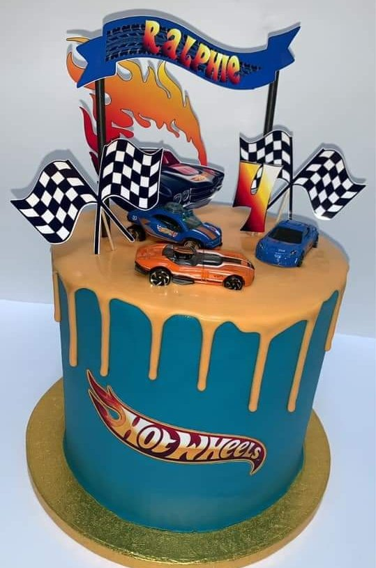 How cute is this! A kid's dream! #hotwheels #cake #bakingpic.twitter.com/suZE7CESlW