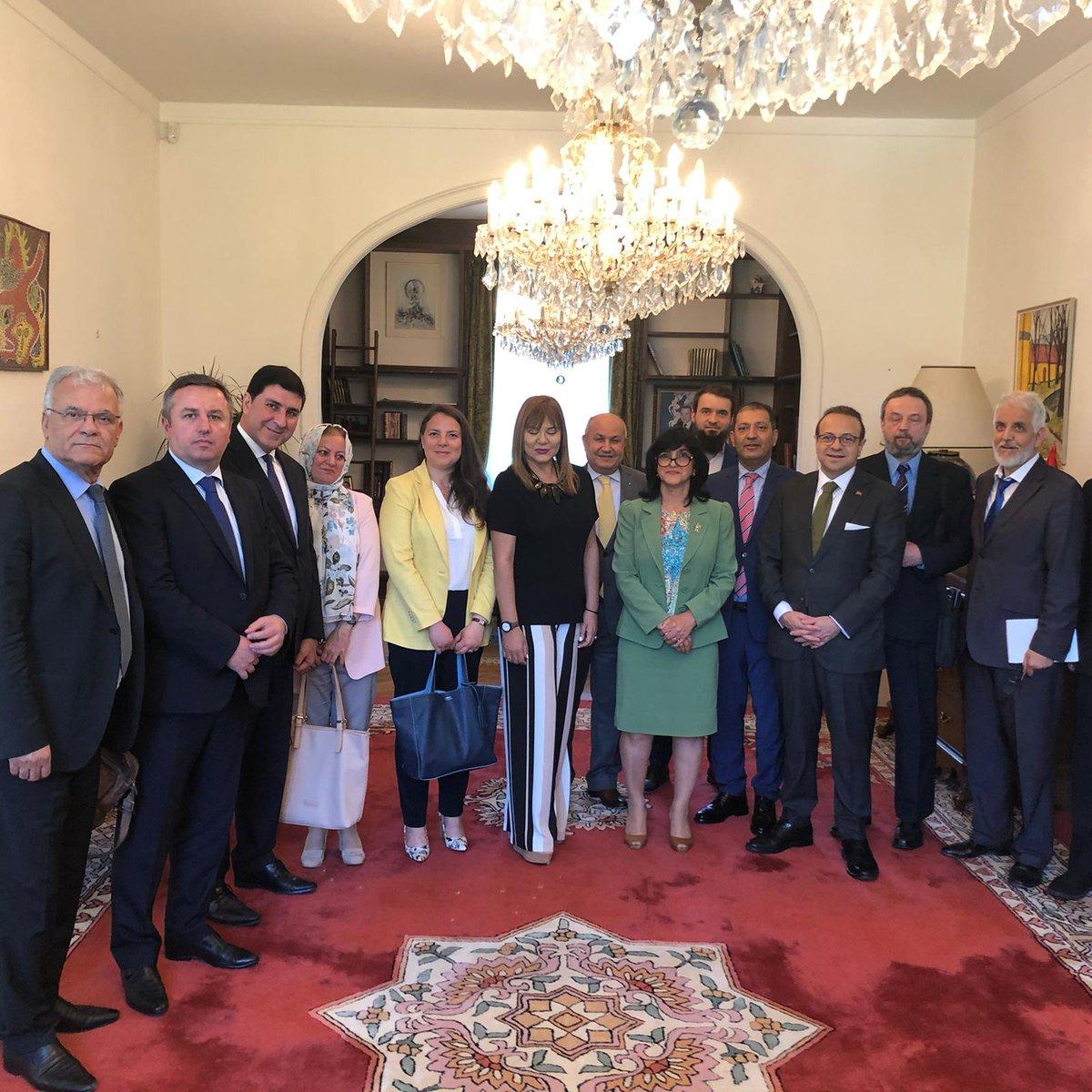Büyükelçimiz Sayın @EgemenBagis, #Fas Büyükelçilik rezidansında gerçekleşen İslam İşbirliği Teşkilatı Prag Çalışma Grubu toplantısına katılarak, #ÇekCumhuriyeti'ndeki Müslüman toplumun ihtiyaç duyduğu #Prag'da bir Müslüman mezarlığı kurma çabalarına destek verdi. https://t.co/DuylKagBjA