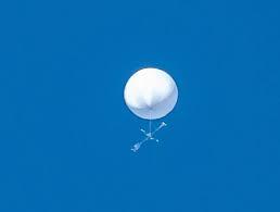 RT @inuwashi_10: 先日、上空に浮遊していた謎の白い十字型の未確認物体、成層圏プラットホーム…? (・_・)?...