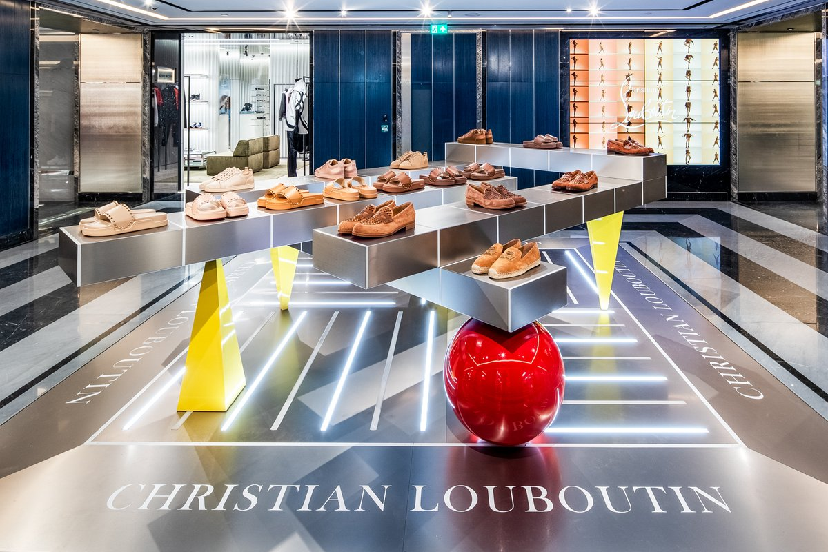 A couple of weeks ago, we were delighted to install two new Christian Louboutin pop-ups in Harrods, see the new spectacular pictures over on our blog: http://ow.ly/VSXv50AmyZb  #Harrods #London #ChristianLouboutin #installation #popup #retailfixtures #luxuryretailpic.twitter.com/1Sc284CdMT