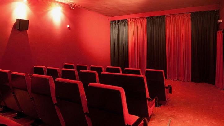 Liebe Zuhörer_innen, Sie dürfen wieder aufatmen. Diesen Donnerstag öffnet das Kino in Jena Ost die Türe zum Kinosaal. Was erwartet uns, was ist neu? http://radio-okj.info/das-kino-im-schillerhof-oeffnet-wieder-ein-interview/3217/…pic.twitter.com/NFaxvmKWJW  by RADIO OKJ JenaZeit